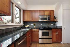 Traditional Medium Wood-Cherry Kitchen Cabinets #89 (Kitchen-Design-Ideas.org)