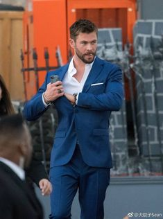 glad everyone knows how great you are and gifted, talented you are Snowwhite And The Huntsman, Hemsworth Brothers, Chris Hemsworth Thor, Joe Jonas, Famous Men, Chris Evans, Chris Pratt, Hollywood, Perfect Man
