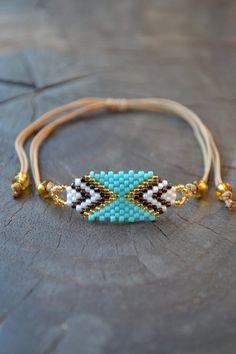 Green miyuki Beads Bracelet - A pretty myuki pearl bracelet, a fine and delicate weaving. This bracelet is adjustable, it adapts - Miyuki Beads, Bead Loom Bracelets, Jewelry Bracelets, Beaded Jewelry Patterns, Friendship Bracelet Patterns, Seed Bead Jewelry, Bijoux Diy, Bracelet Tutorial, Clutch