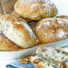 Valnötsfrallor Raw Food Recipes, Bread Recipes, Cooking Recipes, Savoury Baking, Bread Baking, True Food, Bread Bun, Swedish Recipes, Bagan