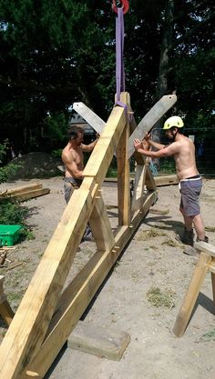 A Timber Frame Raising (Part 2) - Castle Ring Oak Frame - http://www.castleringoakframe.co.uk/timber-frame-raising-part-2/?utm_content=buffer8f789&utm_medium=social&utm_source=pinterest.com&utm_campaign=buffer