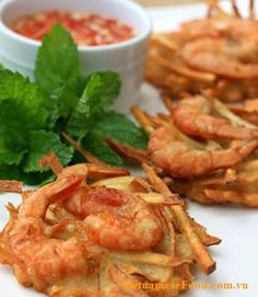 fried-sweet-potato-with-shrimp-cake-recipe-banh-tom-khoai-lang this will soon be my specialty...keke