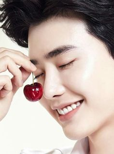 Lee Jong suk looks good with everything even a cherry Lee Jong Suk Cute, Lee Jung Suk, Kang Chul, Jang Keun Suk, Lee Joon, Asian Actors, Korean Actors, Korean Dramas, Lee Jong Suk Wallpaper