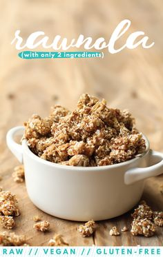 Oat Rawnola Easy, #healthy, #vegan topping or #snack and it tastes like cookie dough! #glutenfree #easy #fruit