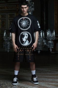 View the complete Pre-Fall 2017 collection from Fausto Puglisi.