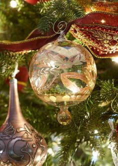 Looks like some of my Egyptian glass and gold ornaments. Merry Christmas To All, Christmas Scenes, Christmas Baubles, Holiday Ornaments, All Things Christmas, Beautiful Christmas, Christmas Home, Christmas Decorations, Holiday Decor
