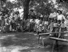 Village school, Montalban in Rizal, 1894 #kasaysayan #pinoy #classpicture Emilio Aguinaldo, Treaty Of Paris, President Of The Philippines, The Spanish American War, Cool Photos, Interesting Photos, Class Pictures, The Republic, Pinoy