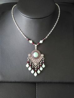 Collier Ethnique chic Pendentif Aventurine et perles à Indian Necklace, Beaded Necklace, How To Make Necklaces, Coups, Creations, Designers, Jewelry Design, Etsy, Boho