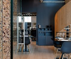 Eten bij Lieven, Brugge. An elegant mix of clean, natural, and midcentury modern. Gorgeous matte black.