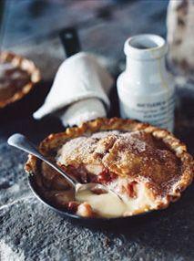Donna Hay's Winter Dessert - Apple, Rhubarb and Cinnamon Pan Pies Winter Desserts, Köstliche Desserts, Dessert Recipes, Donna Hay Recipes, Rhubarb Recipes, Rhubarb Pie, Pie Dessert, Dessert Blog, Sweet Pie