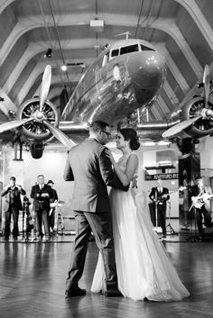 Henry Ford Museum Wedding   Dearborn Wedding Photographer  Detroit Wedding Photographer   Niki Marie Photography  Henry Ford Museum Wedding Photographer