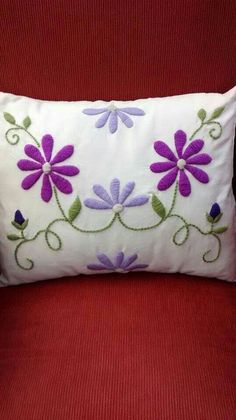 Risultati immagini per almohadones bordados mariana Cushion Embroidery, Hand Embroidery Flowers, Hand Embroidery Stitches, Crewel Embroidery, Hand Embroidery Designs, Cross Stitch Embroidery, Mexican Embroidery, Fabric Painting, Needlepoint