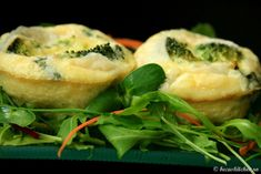 Omleta la cuptor cu brocoli, usturoi si busuioc Spanakopita, Bagel, Food To Make, Main Dishes, Bread, Homemade Food, Vegetables, Ethnic Recipes, Kitchen