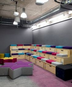 17 Interior Design Ideas for An Enjoyable Classroom – Futurist Architecture Office Space Design, Workplace Design, Office Interior Design, Office Interiors, Office Designs, Cool Office Space, Corporate Interiors, Youth Group Rooms, Tiered Seating