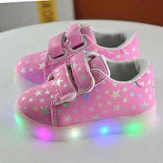 2017 Nouveau 3 couleur Enfants chaussures plates Sneakers Mode Sport Led  Lumineux Lumineux Chaussures pour Enfants 95e6d69589b0