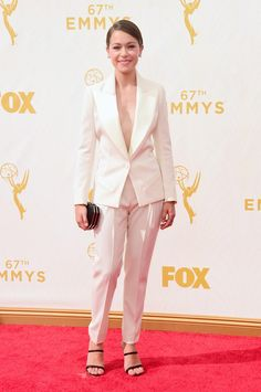 Tatiana Maslany blazes her way on to the red carpet! Will @TheEmmys crown a Canadian tonight? #etalkEmmys