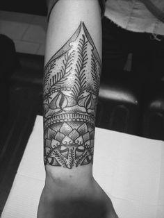 28 Pretty Wrist Tattoos for Women and Girls (5)