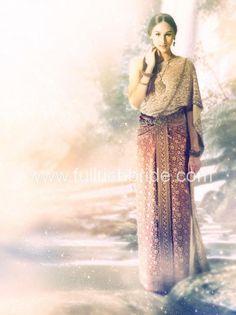 Fullrich on I Do Magazine Thai Traditional Dress, Traditional Outfits, Thai Wedding Dress, Wedding Dresses, Thai Dress, Thai Style, Sequin Skirt, Fashion Dresses, Hair Beauty