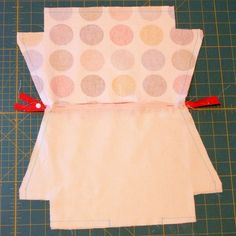 A Tutorial - How to Draft a Pattern and Make a Zippered Purse with a Flat Bottom