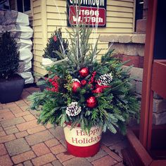 Diy Christmas Urns, Christmas Hanging Baskets, Outdoor Christmas Planters, Christmas Entryway, Outside Christmas Decorations, Christmas Greenery, Christmas Flowers, Christmas Lights, Christmas Flower Arrangements