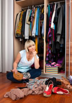 HOW TO CLEAN OUT YOUR CLOSET AND THE TOP 20 CLOTHES TO LET GO OF