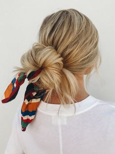 Quick and Easy Hairstyles That Look Even Better With Extensions Easy to achieve hairstyles for long hair from Amber Fillerup Clark, AKA the Barefoot Blonde.Easy to achieve hairstyles for long hair from Amber Fillerup Clark, AKA the Barefoot Blonde. Hair Scarf Styles, Curly Hair Styles, Cute Hair Styles Easy, Thick Long Hair Styles, Hair Styles With Bandanas, Style Long Hair, Thick Hair, Scarf Hairstyles, Cool Hairstyles