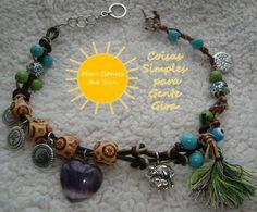 Pulseira vida em tons de azul, verde e lilás. Pode ser usada como pulseira de 2 voltas ou junto ao pescoço como colar.