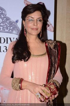 Our all time favorite Diva Zeenat Aman in Shyamal & Bhumika