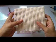 2 pedaços de fita de cetim n°12 de 50cm Pode ser feita com outras fitas também