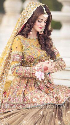 Pakistani Bride Hairstyle, Pakistani Mehndi Dress, Pakistani Bridal Makeup, Bridal Mehndi Dresses, Simple Pakistani Dresses, Pakistani Fashion Party Wear, Pakistani Wedding Outfits, Bridal Dress Design, Wedding Dresses For Girls