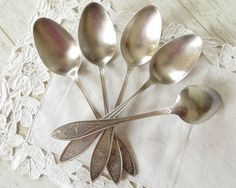 Vintage Tablespoons Dinner Spoons Soup Spoons by VintageByLeni