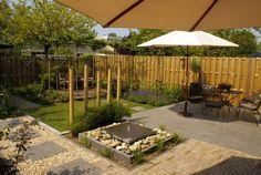 Tuin met dakbomen, vlonderterras, waterelement