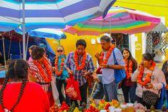 Foto de O, Escamilla el tour en vísperas de día de muertos revisando los ingredientes de antes de la colonia con los asistentes. #gastrotourprehispanicomalinalco