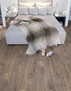 Dit is een mFLOR PVC vloer Authentic Plank 81015 Shade. Haard – Vloer kan de PVC vloeren vanmFLOR ook voor u leggen. Het maakt voor Haard & Vloer niet uit of u in Amersfoort, Amsterdam, Barneveld, Ede of Hardewijkwoont. Wij komen graag de vloer bij u leggen in heel Nederland.  * Autentiek houtdecor met...read more →