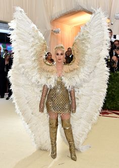 Katy Perry attends the Heavenly Bodies Fashion The Catholic Imagination Costume Institute Gala at The Metropolitan Museum of Art on May 7 2018 in New. Katy Perry, Atelier Versace, Gala Dresses, Red Carpet Dresses, Wedding Dresses, Metropolitan Museum, Rihanna, Kendall Jenner, Met Gala Outfits