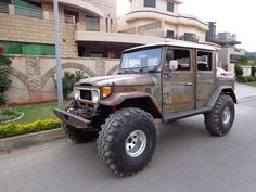 This Landcruisers name is Phantom..one of my faves and a truely beautiful well thought out build!