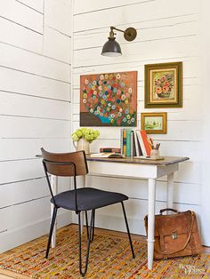 Sort through piles of flea market and thrift store paintings to find inexpensive… Flea Market Style, Flea Market Finds, Flea Markets, Flea Market Crafts, Bathroom Artwork, Office Workspace, Do It Yourself Home, Vintage Walls, Stores
