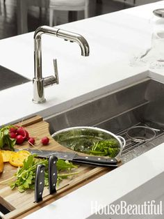 De Giulio's versatile Multiere sink for Kallista offers a colander holder, a flatware tray for rinsing cutlery, and a cutting board with a knife holder and sharpening rod. Kitchen Shelves, Kitchen Dining, Island Kitchen, Kitchen Counters, Cottage Kitchens, Home Kitchens, Apartment Kitchen, Kitchen Interior, Beautiful Kitchens
