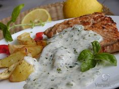 Losos s bylinkovou omáčkou (Salmon baked or broiled in dill sauce) Polish Recipes, Meat Recipes, Seafood Recipes, Snack Recipes, Healthy Recipes, Fish And Meat, Fish And Seafood, Czech Recipes, Ethnic Recipes