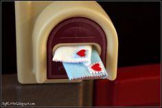 Felt valentine envelopes. So cute!