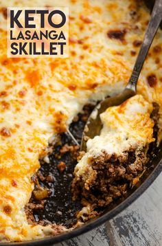 Keto Skillet Lasagna is a hearty and delicious low-carb dinner recipe loaded with the traditional Italian flavors. All the goodness of the classic meal comes together in just 30 minutes, without the carb heavy pasta! Healthy Low Carb Recipes, Low Carb Dinner Recipes, Ketogenic Recipes, Keto Recipes, Healthy Dinners, Keto Dinner, Diabetic Recipes, Skillet Lasagna, Keto Lasagna
