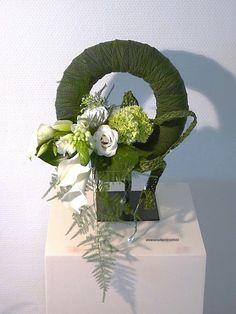 Elsie Modern Floral Arrangements, Flower Arrangements, Grave Decorations, Wedding Decorations, Flower Crafts, Flower Art, Botanical Art, Ikebana, Art Tutorials