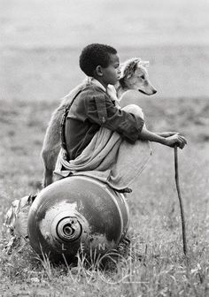 A Young boy sitting on an unexploded bomb dropped by Mengistu forces in Tigray, north Ethiopia. Photo by © Dario Mitidieri. Black N White, Black White Photos, Black And White Photography, Jolie Photo, People Of The World, Beautiful Children, Beautiful Dogs, Mans Best Friend, Vintage Photos