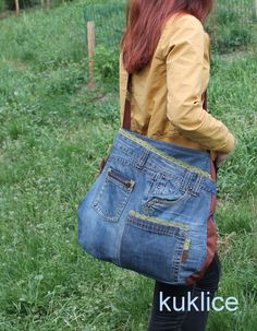 Odstraní+mi+z+oka+tiky+džíny+s+kapkou+romantiky+Džínová+taška,+ušitá+z+džínů+avypodšívkovaná+bavlněnou+tkaninou.+Jedoplněna+aplikace…