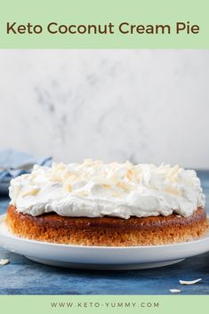 Love Coconut and cakes ! So you´ll get addict with this super yummy keto coconut cream pie! #ketocake #ketofood #keto #ketodesserts #lowcarb #lowcarbcake