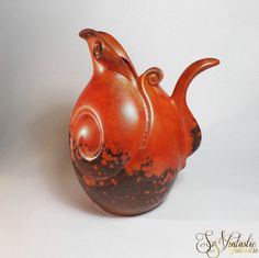 An extremely rare XL Dutch Gouda pottery pitcher FONSO by Fons Decker for Royal Gouda / Plateelfabriek Zuid-Holland. Made in the 30s. Orange spray glazed (luster glazed) ceramic pitcher covered with dark speckles, probably a unique specimen. Marked FO185, Gouda Holland. A stunning collector's item! Small chip € 49,99  by SoVintastic
