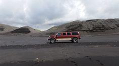 """Ford Excursion XL 46"""" Amazing Tours Iceland  Photo: Thorsten Henn"""