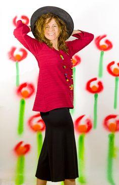 http://www.instintobcn.com/es/productos-importados/3156-casaca-salines.html Camiseta roja de manga 3/4 y falda midi de la colección salines 100% algodón #Primavera2016 #ModaOriginal #algodón