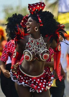 47 Gorgeous, Insanely Colorful Costumes At Carnival