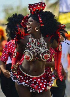 Carnaval do Rio 2013 ❤️ IG: TheHeartShow         SC: Beauty_Jasmine  Pintrest:HeartBreaker94 ❤️
